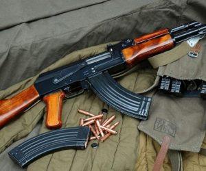 Πολεμικό όπλο, τυφέκιο Kalashnikov, φωτο αρχείου