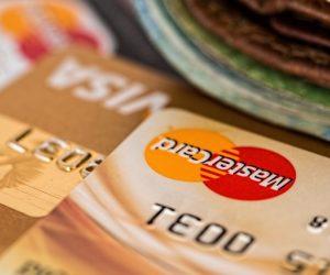 Άρτα: 40χρονη αποσπούσε συστηματικά χρηματικά ποσά με κλεμμένη κάρτα αναλήψεων από 81χρονη