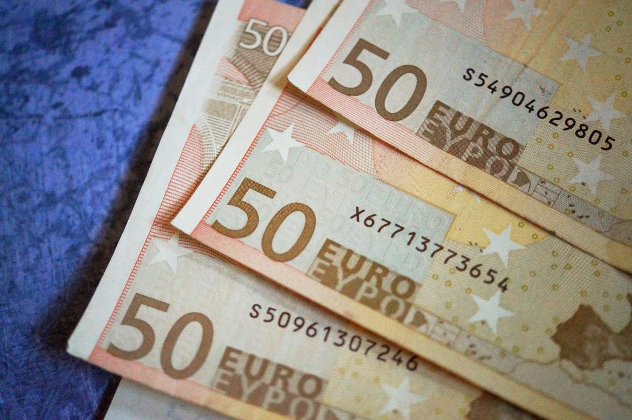 Έρχονται πληρωμές για επίδομα θέρμανσης, Επιστρεπτέα, συντάξεις και δώρο – Ποιοι θα δουν λεφτά στο λογαριασμό τους